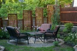 clôture treillis et saule