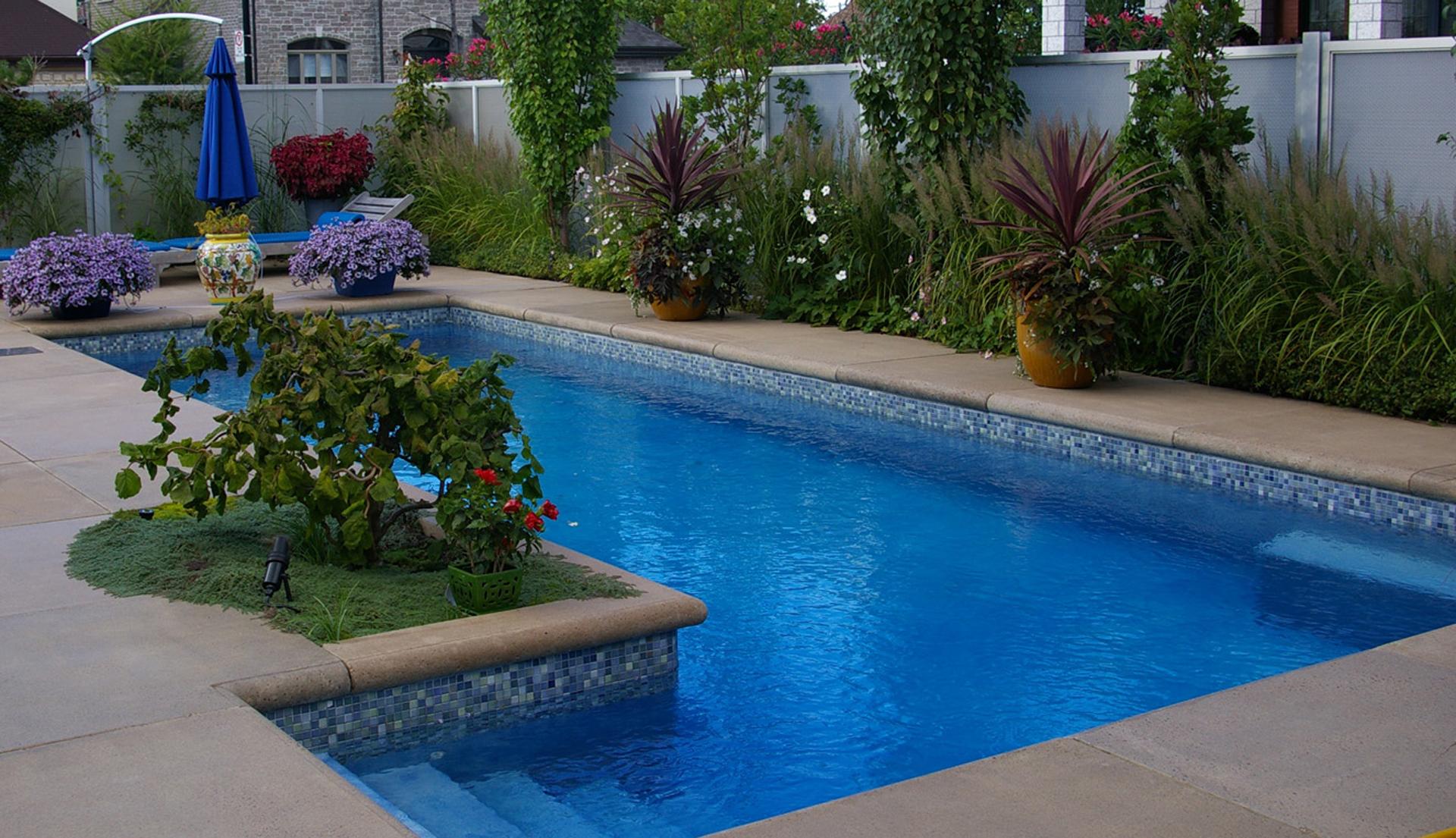 piscine intégration dalle de béton 24 * 24
